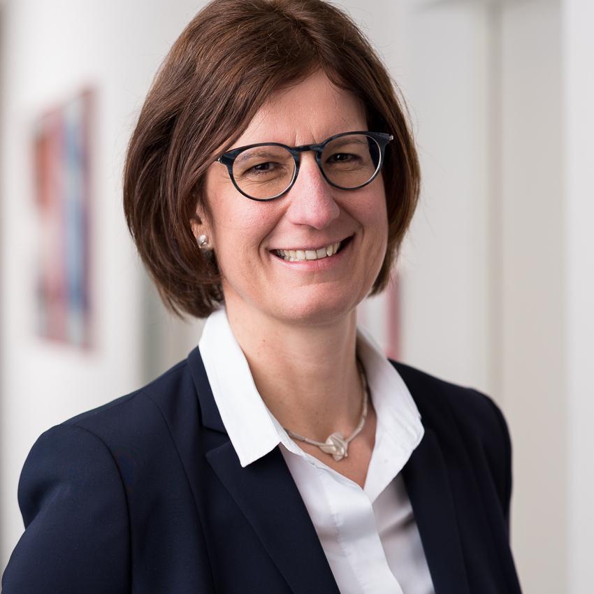 Dr. Constanze Schaal
