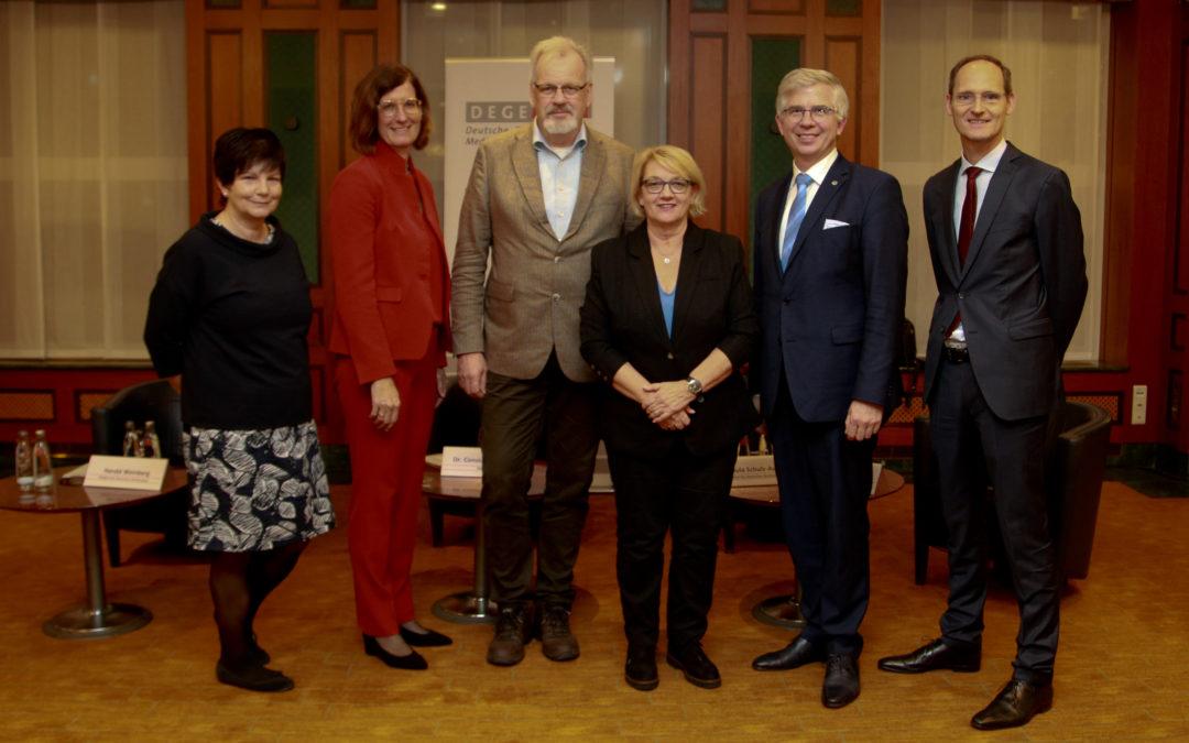 """DEGEMED-Dialog """"Halbzeitbilanz der Reha-Politik"""" – Spitzenverband bringt Politik und Praxis ins Gespräch"""